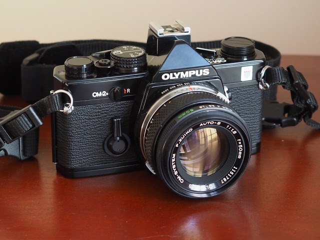 Doing film photography with the Olympus OM-2n / En argentique avec l'Olympus OM-2n