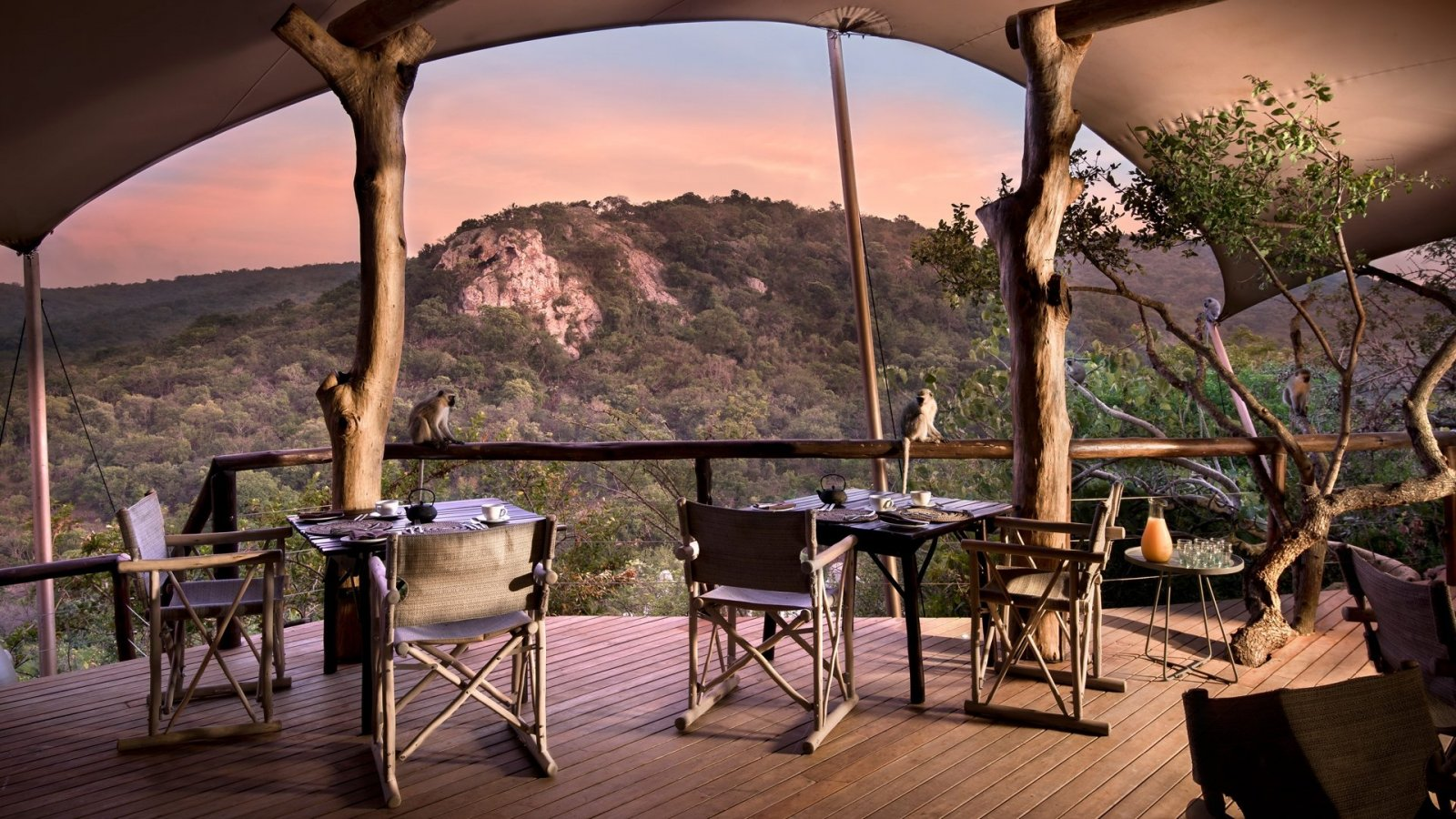 phinda-rock-lodge-dining-area-luxury-safari-south-africa.jpg